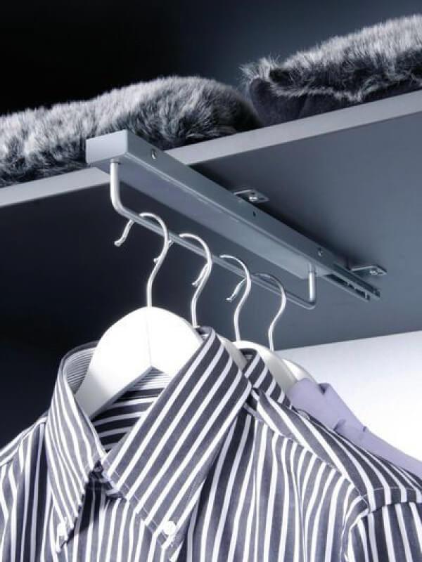 Uittrekbare garderobestang